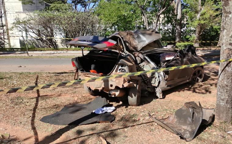 Motorista morre após invadir canteiro e bater em árvore na Região Leste de Belo Horizonte