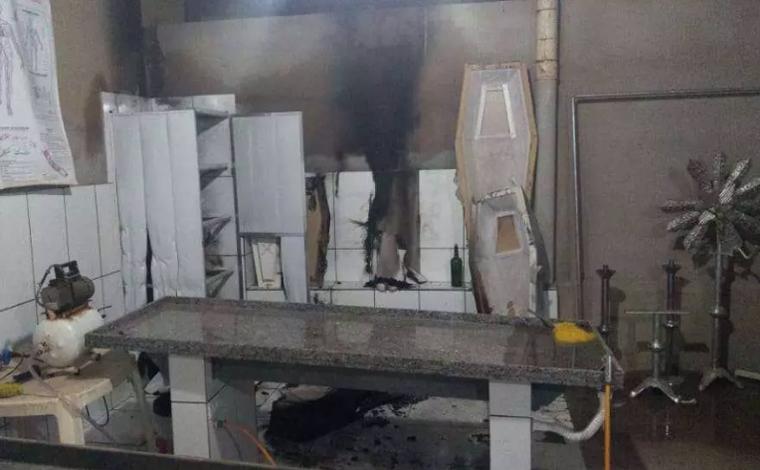 Homem é preso após invadir funerária para fumar maconha e incendiar o local no Norte de Minas