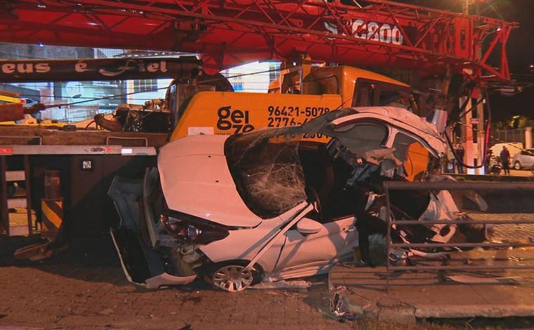 Uma pessoa morre e 11 ficam feridas em acidente entre guindaste, ônibus e carros em Niterói