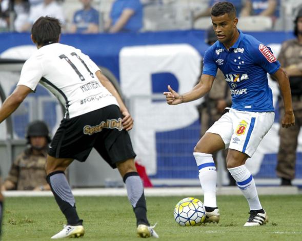 Raposa encerra o ano com vitória de virada sobre o Corinthians