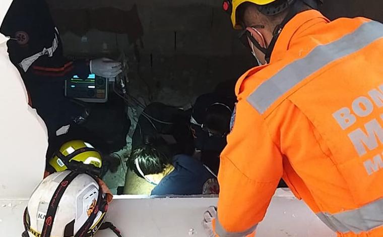 Homem morre após cair de 12 metros de altura em fosso de elevador no Sul de Minas