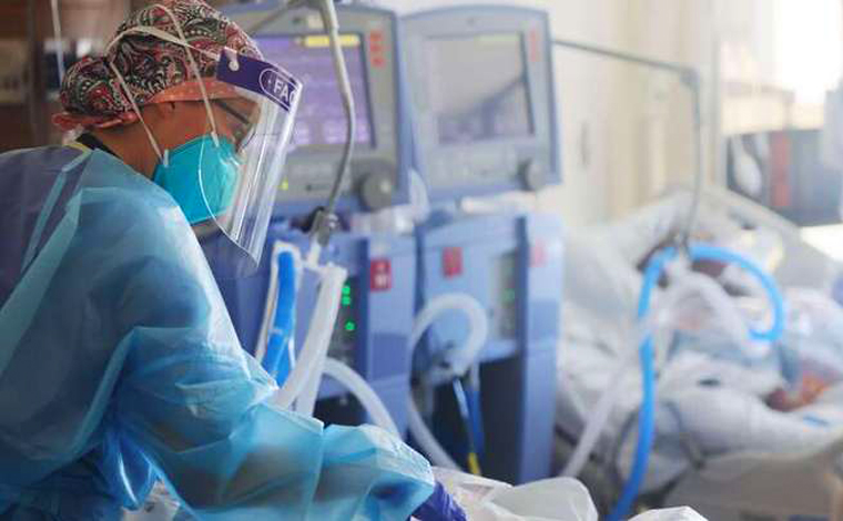 Cerca de 40% dos internados em UTI por Covid-19 têm danos cardíacos, diz estudo