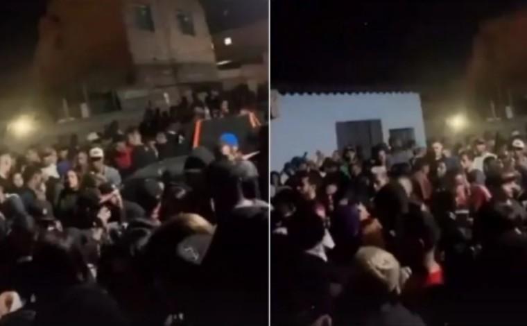 PMs são recebidos com pedradas e garrafadas em baile funk com cerca de 3 mil pessoas em Contagem