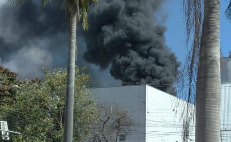Incêndio atinge torre de resfriamento da fábrica da Itambé em Sete Lagoas
