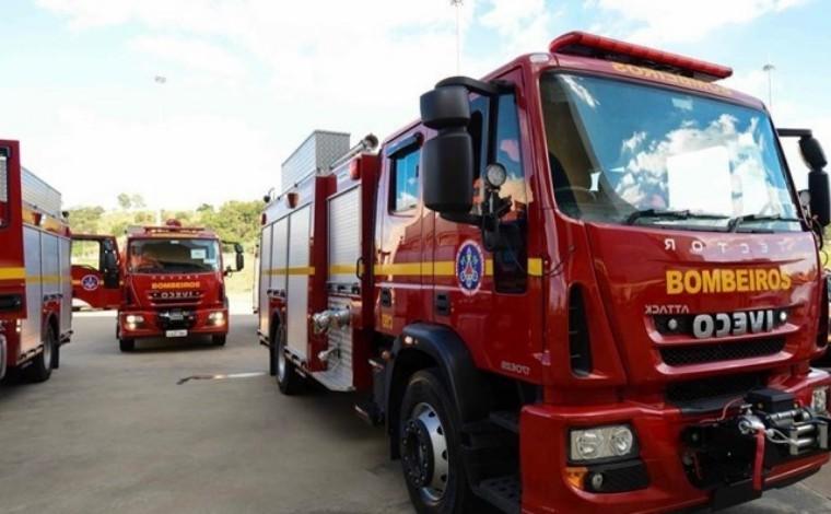 Mulher e quatro filhos ficam feridos em incêndio em casa de Ribeirão das Neves