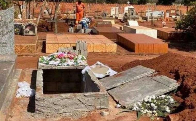 Corpo de mulher é violado em cemitério e tem genitália arrancada no interior de Minas