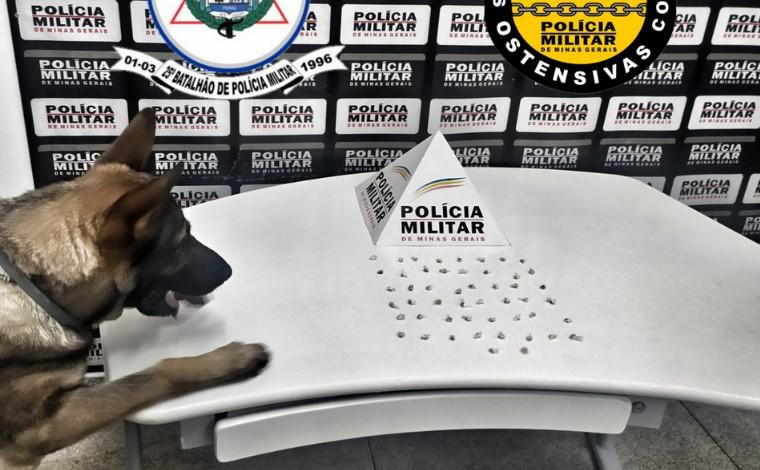 Polícia Militar encontra drogas escondidas em um lote vago no bairro Brejinho em Sete Lagoas