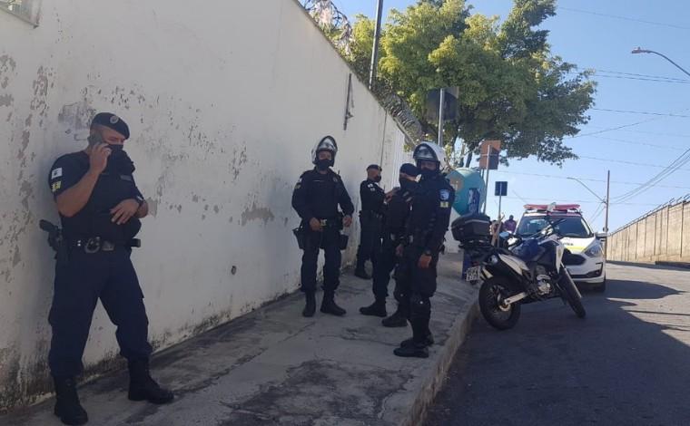 Assaltantes fazem arrastão em fila de vacinação contra a Covid-19 em posto de saúde de BH