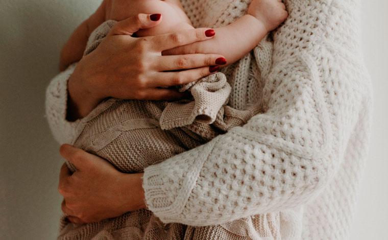 Argentina reconhece cuidado materno como trabalho e passa a contar tempo para aposentadoria