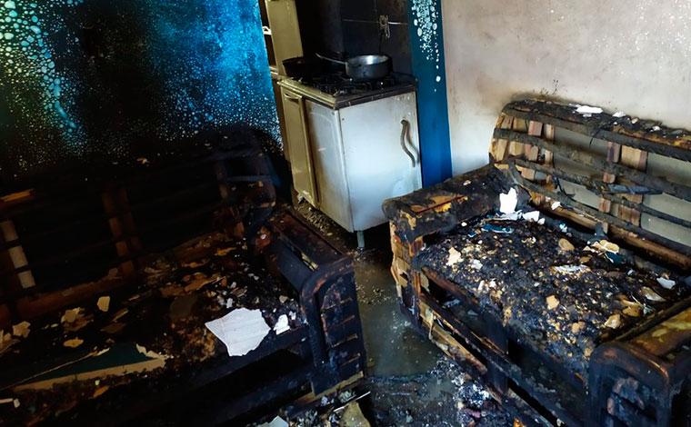 Moradores pulam de prédio para escapar de incêndio em Minas Gerais