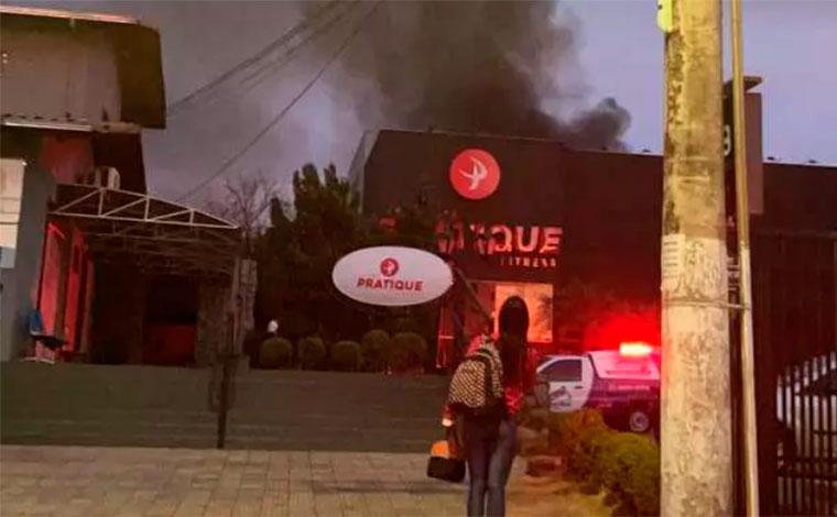 Incêndio atinge academia de ginástica na rua Professor Abeylard em Sete Lagoas
