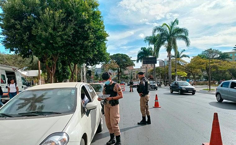 Polícia Militar realiza blitz educativa em Sete Lagoas para comemorar 15 anos da Lei Maria da Penha