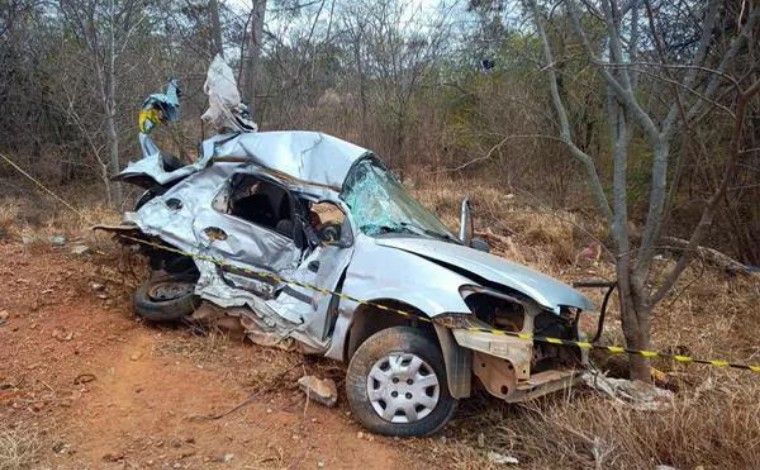 Homem morre após batida entre carro e caminhonete MG-122, no Norte de Minas
