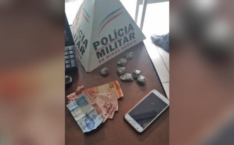 Homem é preso suspeito de comercializar drogas no sistema 'delivery' em Sete Lagoas
