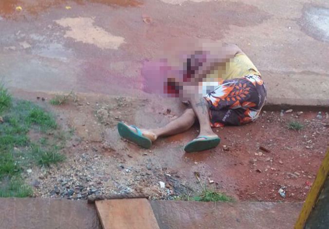 Homem é assassinado na porta de casa no Bairro Dona Sílvia