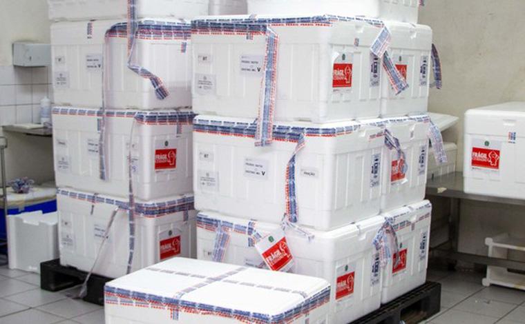 Minas recebe mais de 935 mil doses de vacinas contra covid-19