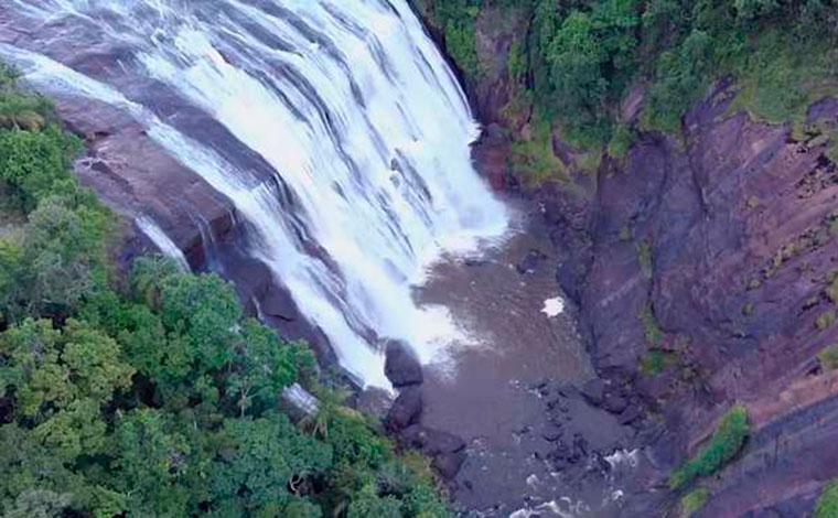 Dois homens e uma criança de 11 anos morrem após caírem de cachoeira no Sul de Minas
