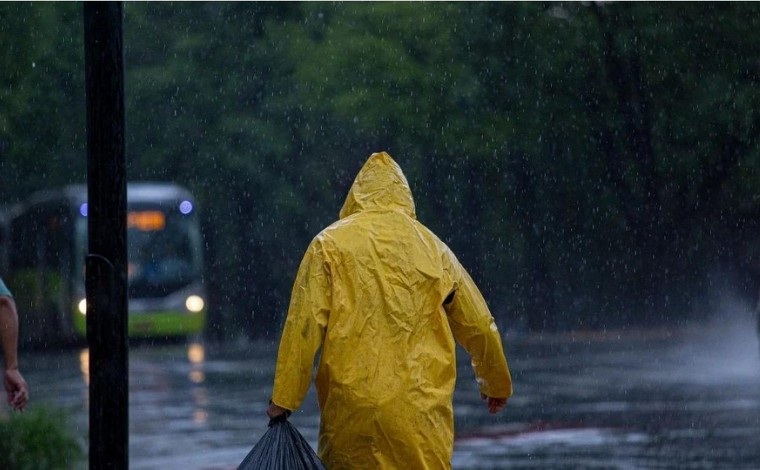 Belo Horizonte registra chuva com vento de 76 km/h após longo período de seca