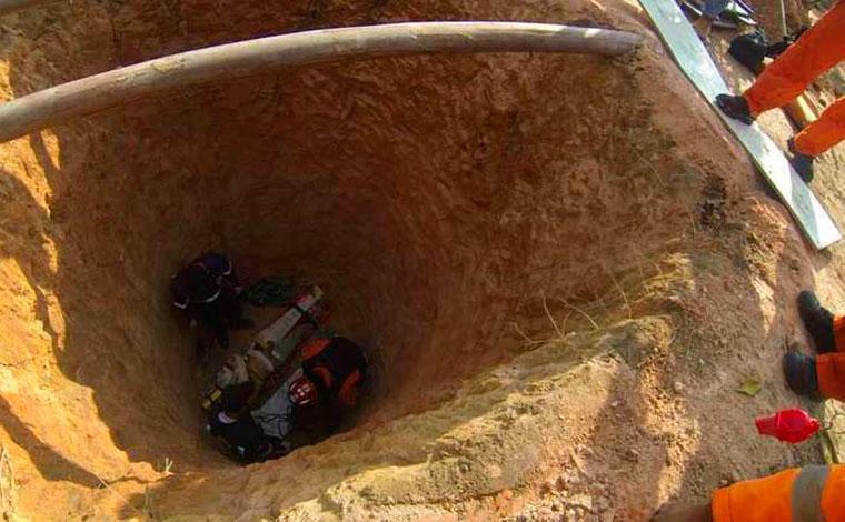 Homem é resgatado em estado grave após cair em fossa de cerca de 6 metros na Grande BH