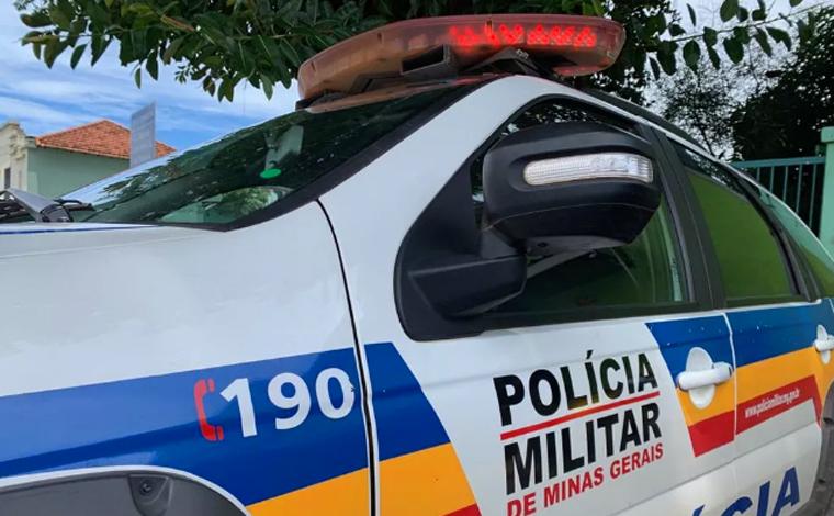 Homem bate carro e é preso por dirigir bêbado, sem CNH e transportando crianças em Santa Luzia