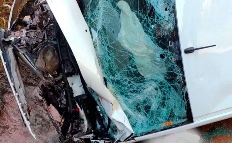 Homem morre após bater motocicleta em van na BR-381 em Barão de Cocais