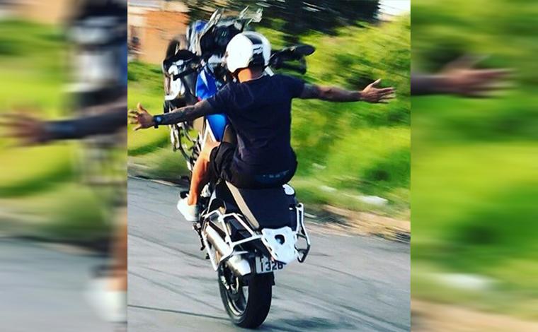 Número de infrações de trânsito por empinar moto em via pública cresce 23% em MG