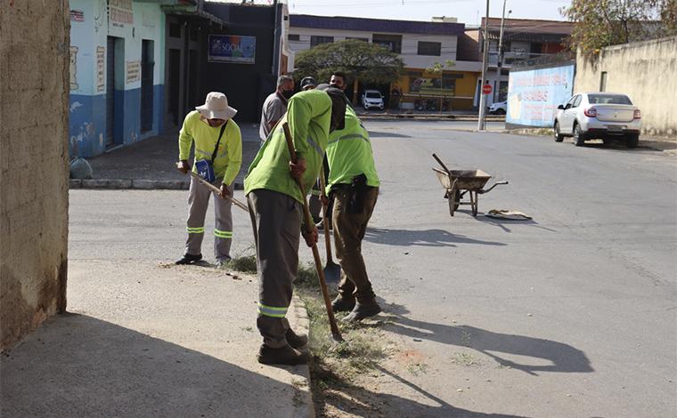 Mutirão de capina e limpeza beneficia os bairros Orozimbo Macedo e Nova Cidade em Sete Lagoas