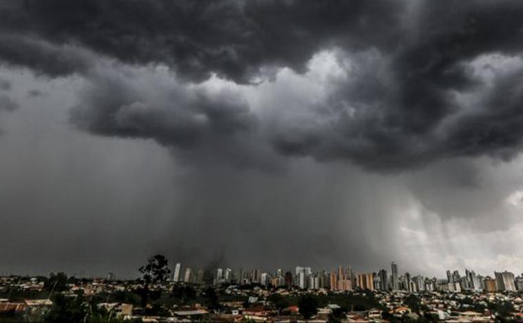 Inmet emite alerta para chuvas intensas em 196 municípios de Minas Gerais; veja quais