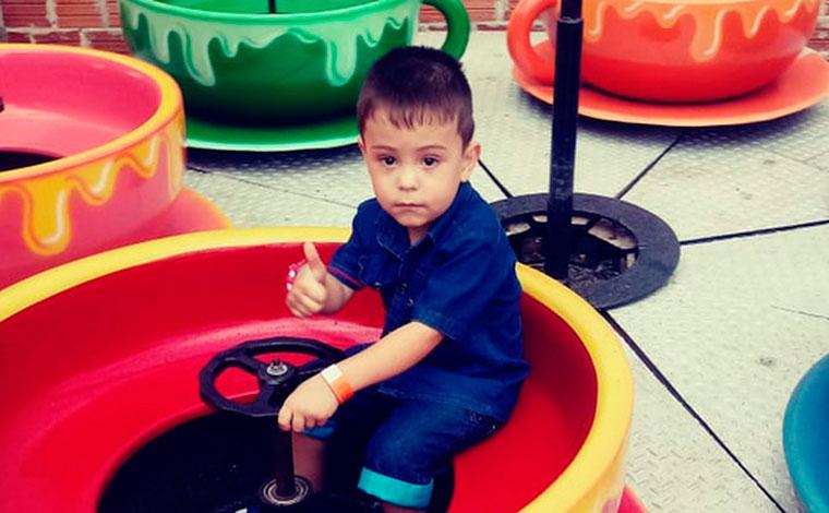 Menino de 4 anos perde fala e movimentos após engasgar com comprimido, em Curitiba