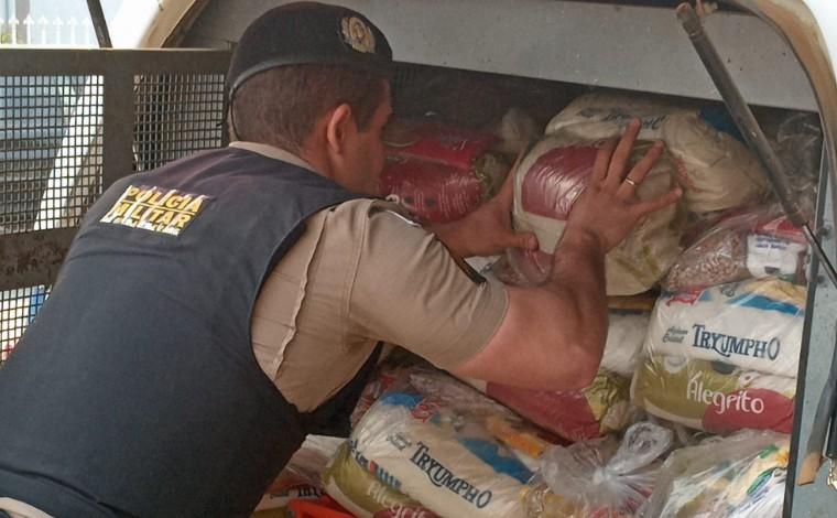 Polícia Militar entrega cestas básicas a famílias carentes em Matozinhos