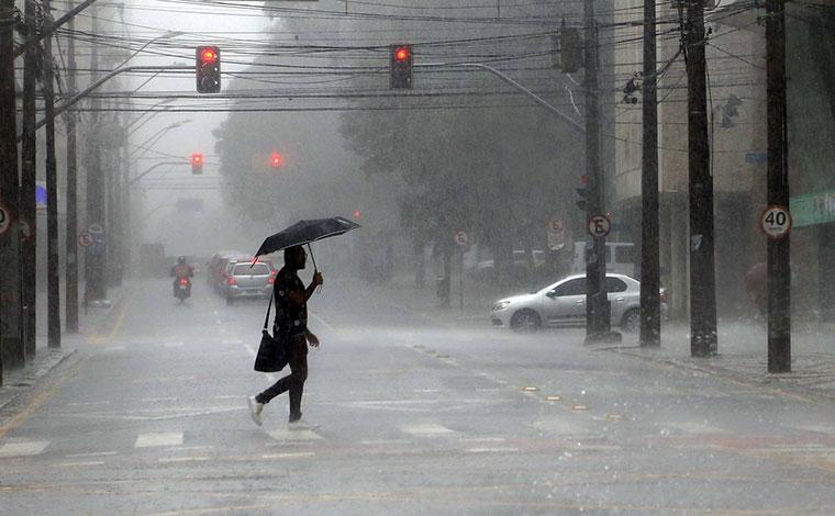 Inmet emite alerta para risco de tempestades em 206 municípios mineiros; saiba quais