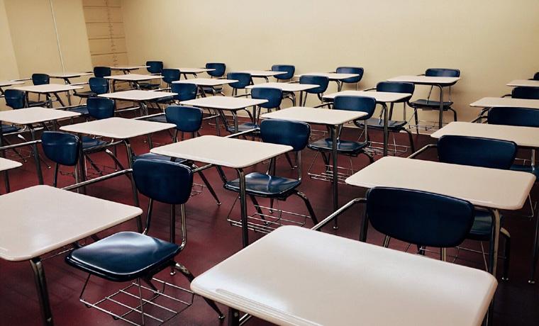 Minas muda protocolo de aulas presenciais e reduz distanciamento para 90 cm