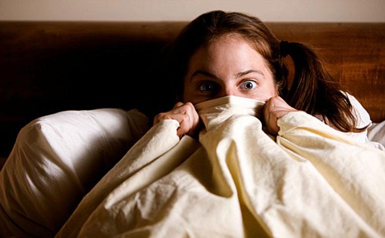 Empresa financeira vai pagar R$ 6,8 mil para alguém assistir a 13 filmes de terror; veja lista