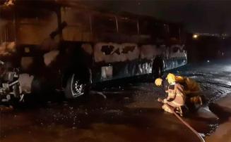 Dois ônibus são incendiados no bairro Montreal em Sete Lagoas; há suspeita de crime