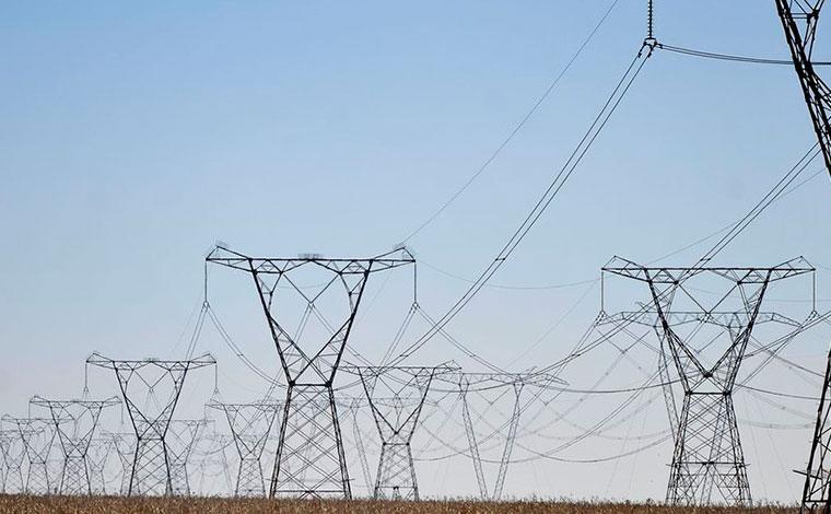Governo anuncia leilão de energia em outubro para evitar apagão