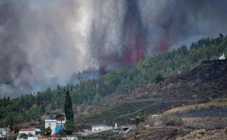 Vulcão associado a possível tsnumani no Brasil entra em erupção nas Ilhas Canárias
