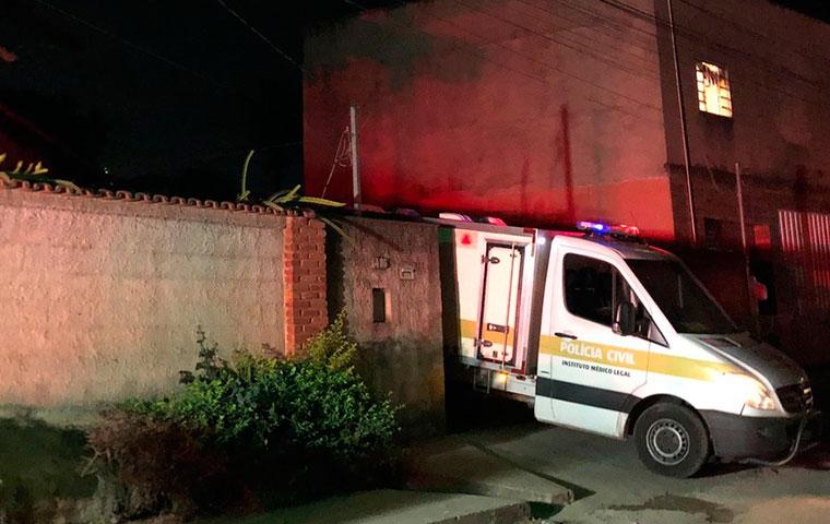 Criança e bebê morrem carbonizados após homem colocar fogo em casa na Grande BH