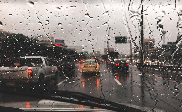 Mais de 300 cidades de Minas entram em alerta para risco de chuvas intensas neste sábado; veja lista