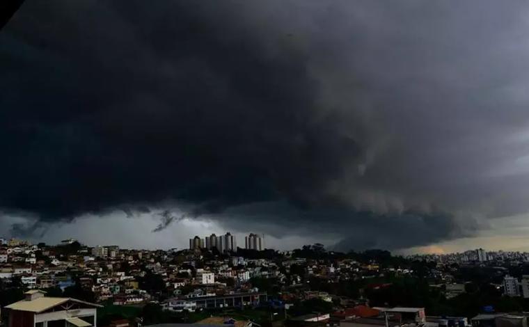 Temporais com granizo podem atingir 476 cidades de Minas Gerais até este sábado (2)