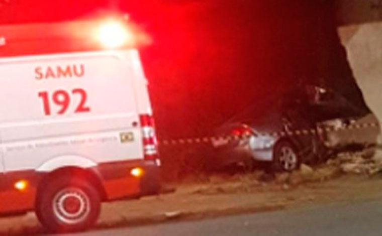 Homem morre após carro colidir contra muro na Avenida Secretário Divino Padrão em Sete Lagoas