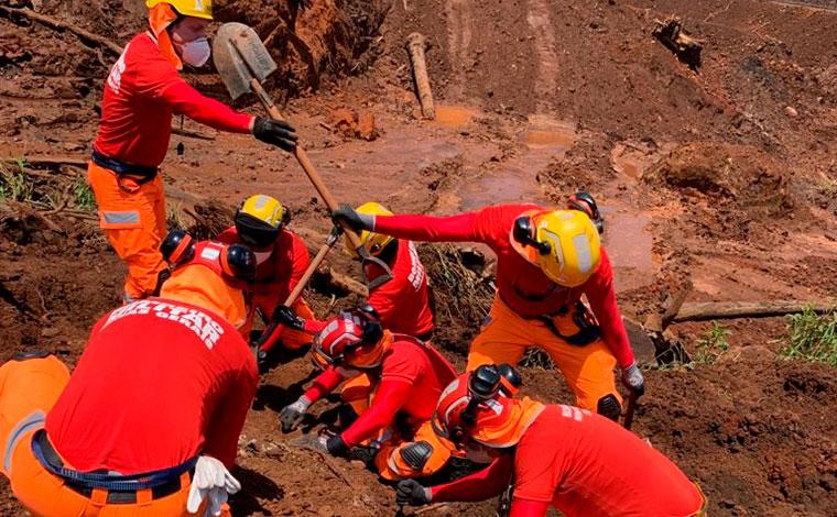 Bombeiros encontram mais um corpo na área de buscas da tragédia em Brumadinho