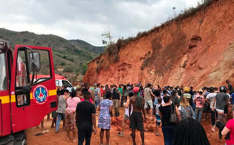 Criança de 4 anos morre e outra fica gravemente ferida após deslizamento de terra em Minas Gerais