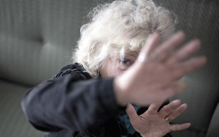 A cada hora, um idoso é vítima de violência em Minas Gerais
