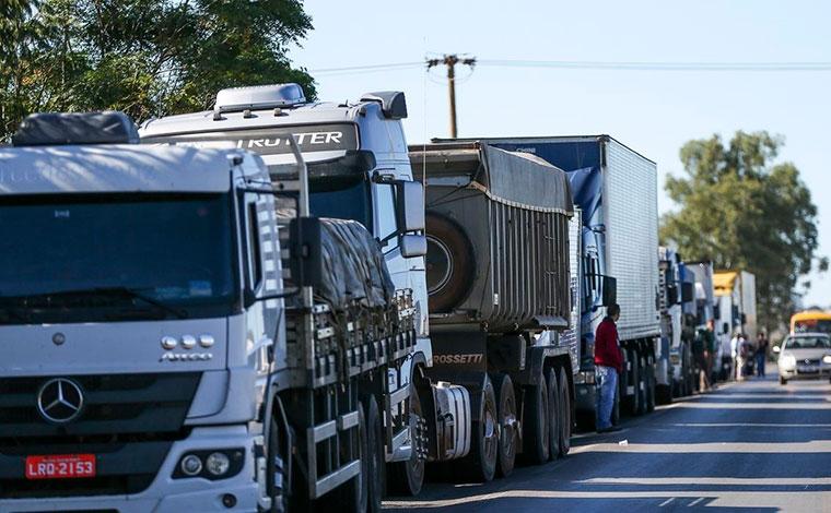 Em greve, caminhoneiros dizem que paralisação vai se concentrar em Santos