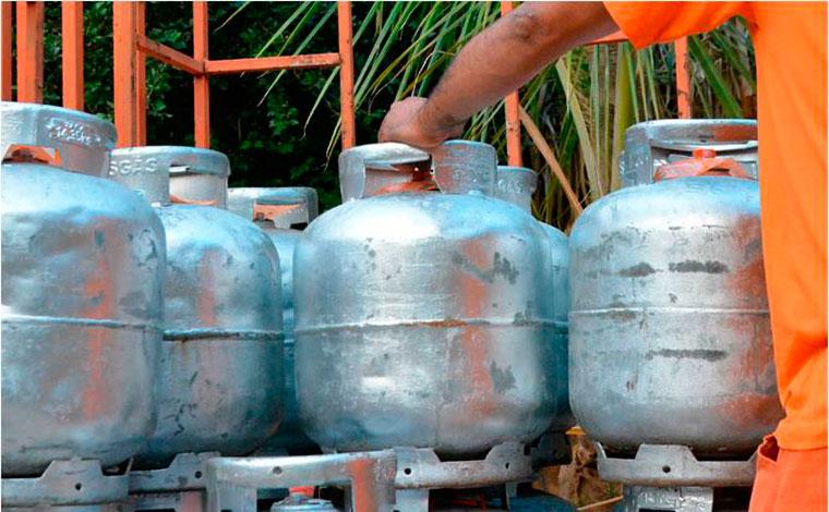 Senado aprova auxílio gás no valor de metade da média nacional do preço do botijão