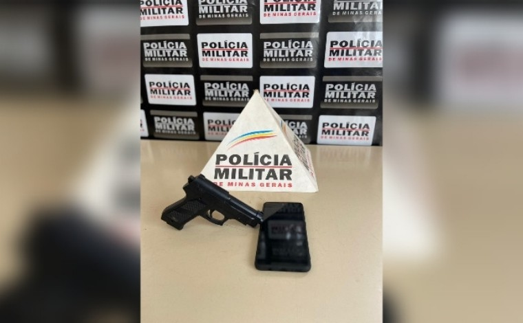 Polícia Militar prende suspeito de roubo e apreende réplica de arma em Paraopeba