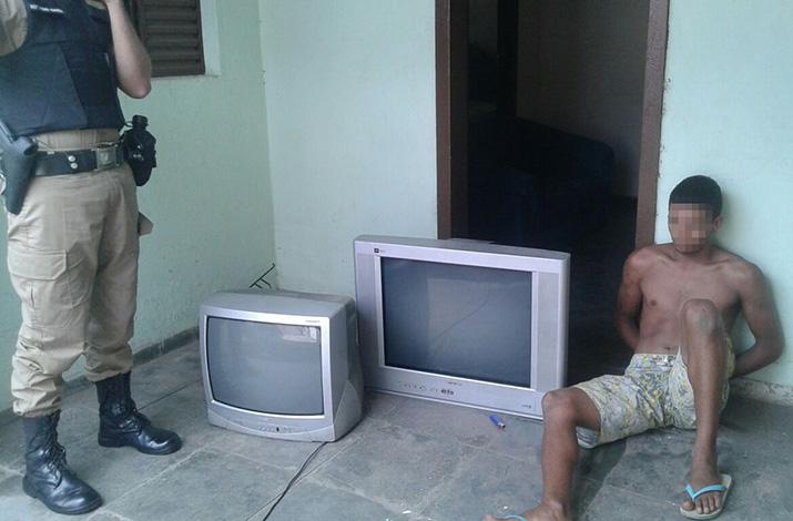 Homem é preso em flagrante tentando furtar residência no Bairro São José