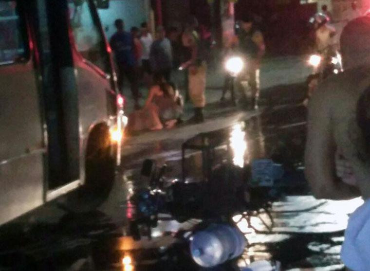 Idosa é atropelada por motoboy ao atravessar a rua no Bairro Emília