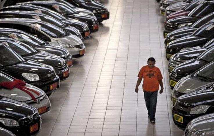 Venda de carros novos de todos os segmentos despenca 20% em 2016