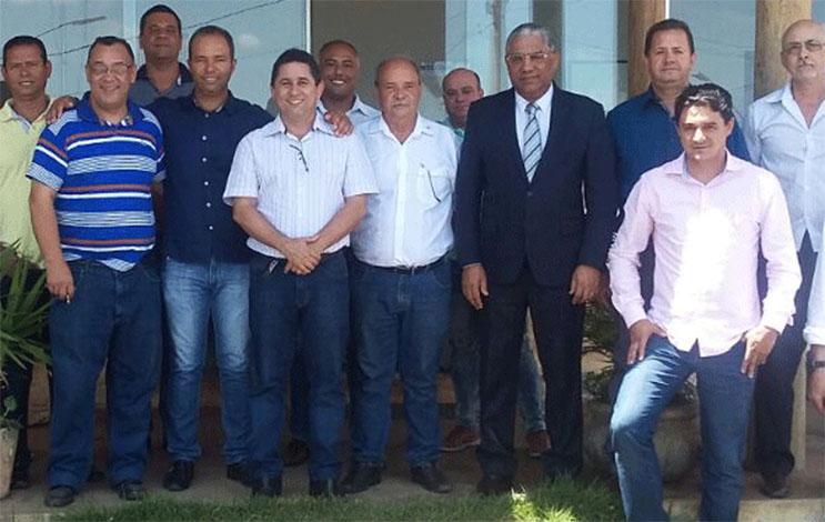 Leone Maciel é aclamado presidente da Amav por prefeitos da região
